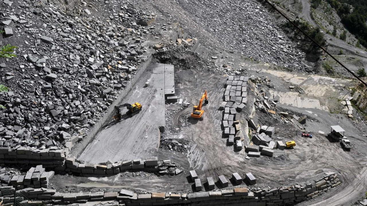 estrazione in cava di pietra arenaria