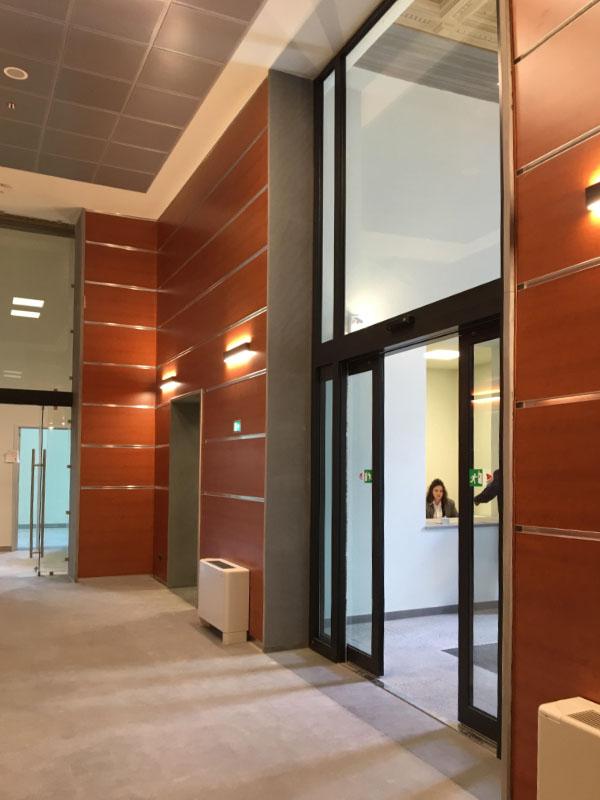ufficio camera di commercio con pavimentazione in pietra serena